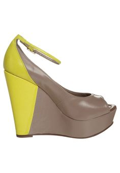 Lillys Closet - Peeptoes - Beige Wedges, Amazing, Closet, Shoes, Fashion, Moda, Armoire, Zapatos, Shoes Outlet