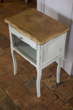 On me demande souvent s'il est possible de repeindre des meubles sans les poncer. La réponse est oui ! Voici mon comparatif des peintures sans ponçage.