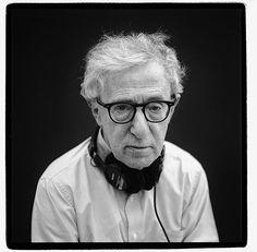 Allan Stewart Königsberg, (Nova Iorque, 1 de dezembro de 1935) é um cineasta, roteirista, escritor, ator e músico norte-americano. São 48 filmes (longa metragem), 10 peças teatro e 12 livros, nome artístico de Woody Allen. Aos 80 anos, eis um profissional que em plena atividade (lançou o filme Café Society), não precisa provar mais nada a ninguém!