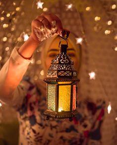 رمضان كريم 🌙💕 discovered by 𝒇𝒂𝒕𝒐𝒐𝒎𝒂 on We Heart It Photo Ramadan, Bougie Rose, Ramadan Images, Ramadan Photos, Ramadan Cards, Eid Cards, Ramadan Lantern, Ramadan Activities, Beautiful Muslim Women