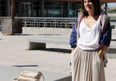 Pantalón palazzo en color topo de Zara de otra temporada, camiseta de tirantes con estrella de Zara SS15, fular azul marino con rayas de Mango SS15, cuñas de Stradivarius SS15 y bolso bandolera también de Stradivarius pero de otra temporada.