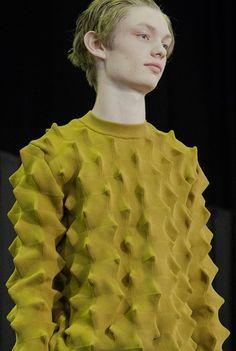 modeinformation: Kenzo menswear S/S 16 knitwear. Knit Fashion, Fashion Fabric, Men's Fashion, Runway Fashion, Knitting Designs, Knitting Stitches, Knitting Ideas, Textile Manipulation, After Earth