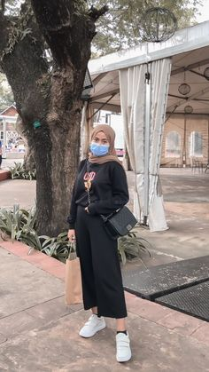 Hijab Fashion Summer, Street Hijab Fashion, Ootd Fashion, Fashion Outfits, Casual Hijab Outfit, Ootd Hijab, Casual Outfits, Style Hijab Simple, Hijab Fashion Inspiration