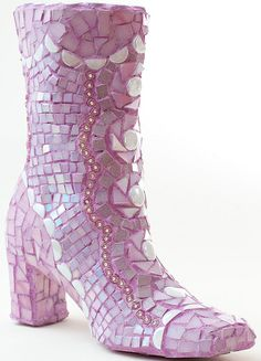 Pretty PINK mosaic BOOT-Cute Cute Cute...I'm going to make one of these for the yard next spring with an old pair of boots...
