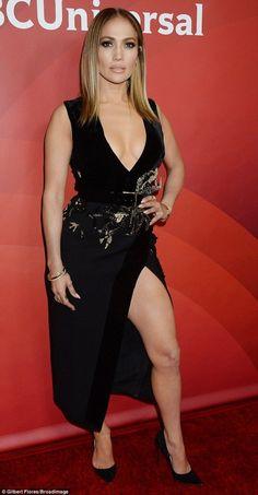 Jennifer Lopez shows off cleaving in plunging neckline Jenifer Lopes, Jennifer O'neill, Divas, Lopez Show, Pictures Of Jennifer Lopez, Seductive Women, Hollywood, Beautiful Girl Image, Beauty Women