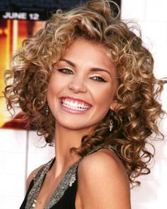 LOVE Annalynne McCord's curls!