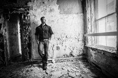 How to Pose a Man using natural light - Abandoned Waldo Hotel - Jason Lanier tutorial +++++