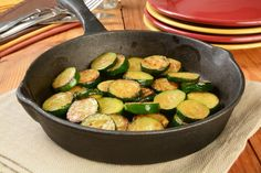 Mediterranean Diet Vegetables roasted in a pan with olive oil. - Considering doing a Mediterranean diet for the health and weight-loss benefits? Here's how the diet plan works and suggestions for trying it for 28 days. Heart Diet, Heart Healthy Diet, Healthy Eating Habits, Healthy Diet Recipes, Healthy Living, Stay Healthy, Fodmap Diet, Calorie Diet, Low Fodmap