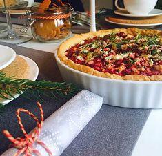 Herkuttelijat -ruokablogi: Aura-punajuuripiirakka Onion Bread, Cheese Bread, Enchiladas, Bagel, Vegetable Pizza, Food And Drink, Pasta, Baking, Vegetables