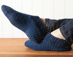 Chunky Slippers Pattern - Knitting Patterns and Crochet Patterns from Free Knitting, Knitting Socks, Knitting Patterns, Crochet Patterns, Knitting Machine, Stitch Patterns, Knitted Slippers, Crochet Slippers, Knit Or Crochet