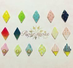 15種類のカラフルなダイヤ型ピアスです。 全て手描きですので、オリジナリティのあるデザインをお楽しみ頂けます。○素材 プラスチック,レジン,ピアス&rarr...|ハンドメイド、手作り、手仕事品の通販・販売・購入ならCreema。