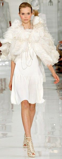 Off White Fashion, All Fashion, Couture Fashion, Runway Fashion, Vintage Fashion, Feather Fashion, Fashion Themes, Vintage Couture, Designer Gowns