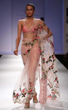 Now THIS is a saree!