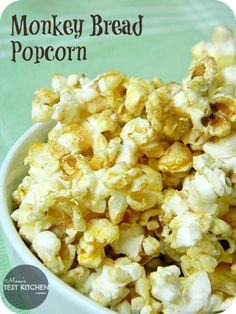 Monkey Bread Popcorn~~This popcorn tastes like a mixture of monkey bread & cinnamon toast crunch. It is awesome! Popcorn Snacks, Flavored Popcorn, Gourmet Popcorn, Popcorn Recipes, Snack Recipes, Cooking Recipes, Microwave Popcorn, Popcorn Bar, Homemade Popcorn