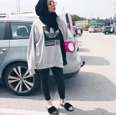 Discover recipes, home ideas, style inspiration and other ideas to try. Modern Hijab Fashion, Street Hijab Fashion, Hijab Fashion Inspiration, Muslim Fashion, Mode Inspiration, Casual Hijab Outfit, Hijab Chic, Modest Outfits, Trendy Outfits