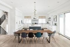 Modern dining room ideas Modern farmhouse with modern dining table and modular dining chairs Wooden Dining Tables, Modern Dining Table, Eames Style Dining Chair, Modern Farmhouse Table, Farmhouse Ideas, Dining Area, Dining Room Walls, Living Room Kitchen, Table En Bois Diy
