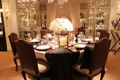 Stunning holiday table - lovely for New Year's.