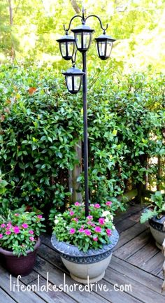 DIY Solar Lights Lamp Post www. DIY Solar Lights Lamp Post www. Diy Solar, Solar Light Crafts, Diy Planters Outdoor, Diy Patio, Backyard Patio, Garden Planters, Big Planters, Patio Lighting, Landscape Lighting