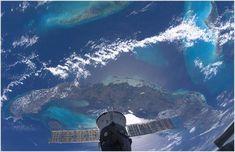 El polifacético Paolo es: fotógrafo, ingeniero aeroespacial, piloto de avión, un avanzado buzo, instructor de paracaidismo y astronauta. Viajo por primera vez al espacio en 2007 a bordo del Transbordador Discovery como especialista de misión de la STS-120. En diciembre de 2010 volvió a viajar al espacio a bordo de la Soyuz TMA-20 y fue tripulante de la Expedición 26 y la Expedición 27. Esta es una pequeña muestra de las excelentes fotografías que Paolo Nespoli realizo de nuestro planeta…