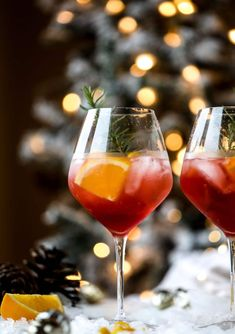 This winter aperol spritz cocktail is a seasonal spin on the classic aperol spritz Festive cranberry and classic orange come together with prosecco and club soda to create a super light and refreshing cocktail for the holidays I Winter Cocktails, Christmas Cocktails, Refreshing Cocktails, Yummy Drinks, Aperol Spritz Drink, Spritz Cocktail, Slushies, Healthy Eating Tips, Clean Eating Snacks