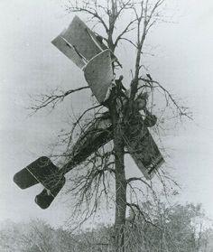 Wing Walkers: The Death-Defying Aerial Stunts of 1920s Barnstormers