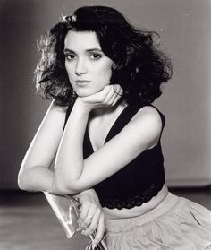 Winona Ryder Hot Topless Sexy Bikini Feet Pictures Young Age Short Hair Winona Ryder 90s, Winona Ryder Style, Winona Ryder Beetlejuice, Pretty People, Beautiful People, Most Beautiful, Beautiful Jewish Women, 90s Grunge Hair, Winona Forever