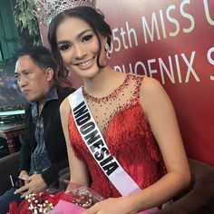 @ivan_gunawan pressconference wellcoming @keziawarouw she is wearing
