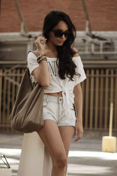 the outfit, sunglasses and the hair.is so Vanessa Hudgens.but take a deep look she's not V. But great peg! Look Fashion, Fashion Beauty, Fashion 101, Fashion Killa, Teen Fashion, Womens Fashion, Boho Chic, Casual Chic, Summer Outfits