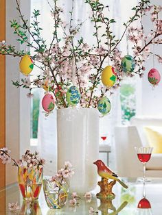 Celebrate the joy of this season along with nature with some adorable Easter tree decoration ideas. Don't Know How To Make An Easter Tree Browse 50 Beautiful Eater Decoration Ideas. Easter will marks the beginning of spring for many of us. Diy Osterschmuck, Easy Diy, Egg Tree, Diy Ostern, Easter Table Decorations, Easter Centerpiece, Spring Decorations, Decoration Crafts, Centerpiece Ideas