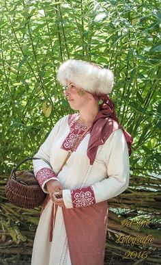 Lady of the Kievan Rus wearing a shapka .
