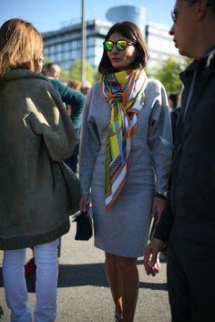 silk scarf Giovanna Battaglia during Paris Fashion Week, Spring Love the grey Celine dress! Fashion Mode, Fashion News, Fashion Outfits, Paris Fashion, Fashion Scarves, 1950s Fashion, Style Fashion, Vintage Fashion, Ways To Wear A Scarf