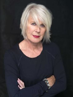 Betty Jackson, Betty Jackson is a British fashion designer based in London, Stunning white/grey hair Silver Grey Hair, White Hair, Grey Hair Inspiration, Ageless Beauty, Aging Gracefully, Great Hair, Hair Today, Hair Trends, Short Hair Styles