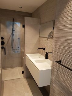 Bathroom Goals, Bathroom Inspo, Bathroom Interior, Washroom Design, Modern Bathroom Design, Narrow Bathroom, Family Bathroom, Minimalist Decor, Beautiful Bathrooms
