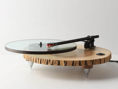 Record player I am going to step out of the retro look for this but I still want something to play my vinyl on. This is the gig and I want to be there. made out of wood Vinyl Junkies, Record Players, Cool Designs, Design Inspiration, Indoor, Fancy, Pure Products, Design Products, Cool Stuff
