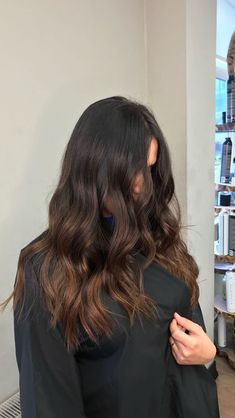 Best Asian Hairstyles For Men Guide - Asian Men Tend To Have Straight Thick Hair And The Best Asian Hairstyles For Men Take Advantage Of This Fact Wi. Brown Hair Balayage, Hair Color Balayage, Sombre Hair Brunette, Brunette Color, Light Brown Hair, Dark Hair, Brown Hair Cuts, Asian Brown Hair, Hair Color Asian