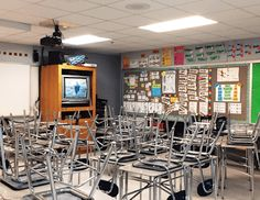 Math classroom decoration ideas High School Classroom, Classroom Walls, First Year Teaching, Teaching Math, Hanging Student Work, Math Bulletin Boards, Math Classroom Decorations, Math Word Walls, Math Anchor Charts