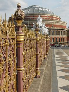 Prince Albert Memorial / Albert Hall, London, England.