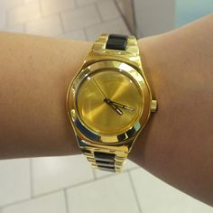 #Swatch CHICDREAM GOLDEN  ©Swatch
