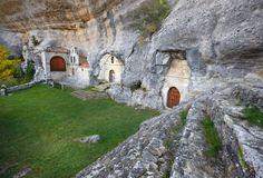 Estas fotos demuestran por qué España es un país impresionante - Ojo Guareña, Burgos | Galería de fotos 29 de 33 | Traveler Mount Rushmore, Environment, Vacation, Mountains, Travel, Beautiful, Instagram, Spain, World