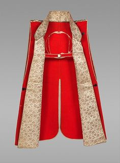 Jinbaori worn over a samurai's armor providing warmth and protection. Samurai wore such garments with pride because of the wool's status as an exotic import. Europeans achieved the rich scarlet hue by combining a tin mordant with cochineal dye from Mexico. Body and crest- Europe, possibly Netherlands, 17th–18th century; wool  Lapels- China, 17th–18th century; lampas, silk, and gilt-paper strips  Shoulders- Europe, 1760s; silk brocaded with silk and metal-wrapped thread