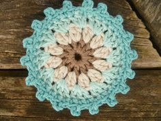 Free pattern in German Crochet Round, Knit Or Crochet, Crochet Motif, Crochet Designs, Crochet Doilies, Easy Crochet, Crochet Blocks, Crochet Squares, Crochet Blanket Patterns