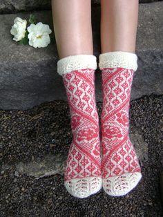 Roses of the Mansion / Kartanon ruusut pattern by Lumi Karmitsa Mansion, Ravelry, Roses, Knitting, Book, Crochet, Pattern, Threading, Pink