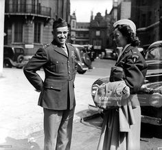 Post World War II, 16th May 1945, London, England, General Bradley pictured with Lieutenant Kay Summersby, General Eisenhower+s secretary