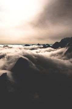 modernambition:   Sea of Clouds | Instagram