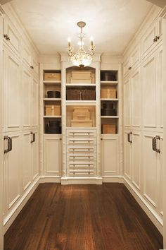 Walk in Closet (c)Scott Tysick/Masterfile