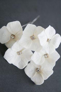 White hydrangea bridal hair pins, Wedding hair pins, Crystals hair pins, Bridal flower hair clip, Bridal flower pins, Wedding flower pins