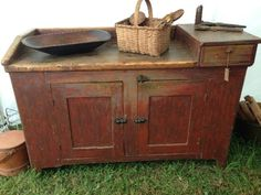Early dry sink with original paint and dry surface. From Olde Country Antiques. Primitive Country Homes, Primitive Bedroom, Primitive Bathrooms, Primitive Furniture, Primitive Kitchen, Primitive Antiques, Country Furniture, Farmhouse Furniture, Primitive Decor