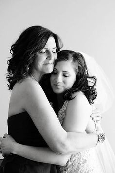 ways to bond with your mom before the wedding