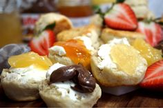 Himmelska engelska scones - Victorias provkök Scones, Afternoon Tea, Nutella, Bread Recipes, Camembert Cheese, Brunch, Food And Drink, Victoria, Breakfast