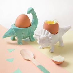 Make breakfast the highlight of your day with this egg-cellent but ever so slightly scary Dinosaur Egg cup! These funky origami designed dinosaur egg cups will brighten up anyone's breakfast! Impression 3d, 3d Printed Objects, 3d Printed Stuff, Vintage Egg Cups, Dinosaur Eggs, Origami Design, Matching Gifts, 3d Prints, How To Make Breakfast
